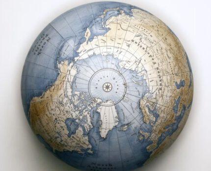 Globus na trójnogu – świetny pomysł na prezent i doskonała ozdoba marynistyczna!